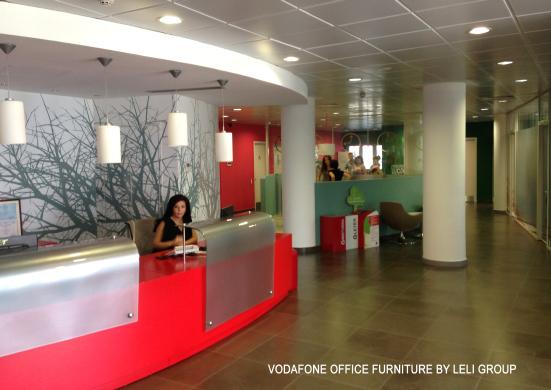 Arredo ufficio produzione su misura mobili attrezzati for Produzione mobili ufficio